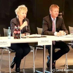 Innenminister Ralf Jäger (2.v.r.) mit (v.l.) Jörg Bora, Diana Ewert und Serdar Yüksel.